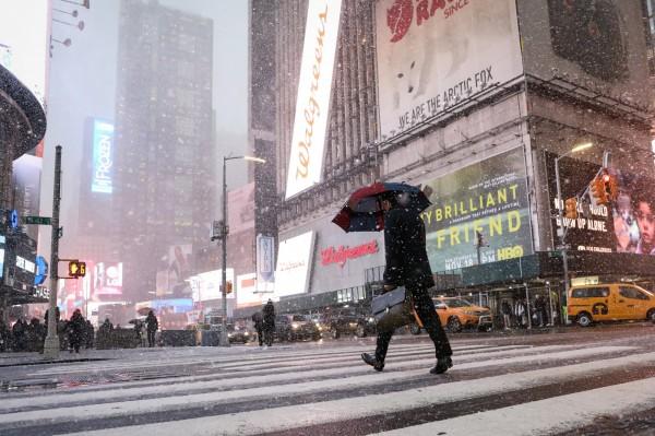 紐約市15日下午降下2018年首場瑞雪。(路透)