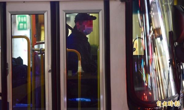 陜西渭南一名男子帶著小孩於日前搭乘公車時,因覺得冷氣過冷,要求公車司機將冷氣溫度調高被拒絕,雙方因而爆發口角,司機竟持刀砍乘客。示意圖(資料照)