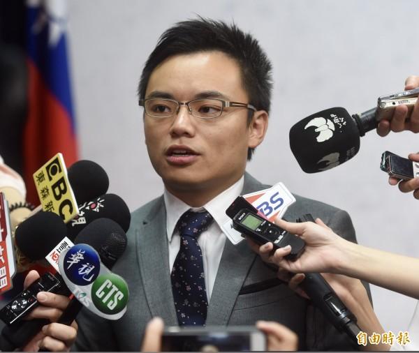 國民黨發言人洪孟楷表示,中選會拒絕「以核養綠」公投案補送連署,必須面對人民檢驗,而且公務人員若有任何違法事項,都應由相關人士告發,但他也說,「國民黨不便介入」。(資料照)