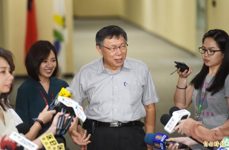 針對時事問題,台北市長柯文哲19日在市政府,接受媒體採訪。(記者方賓照攝)