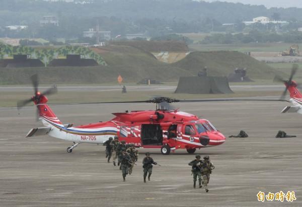 空勤總隊支援演習任務。(記者劉信德攝)