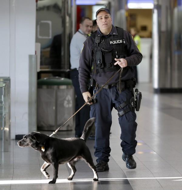 比利時警方近日疲於奔命,盡全力防範恐攻。(美聯社)
