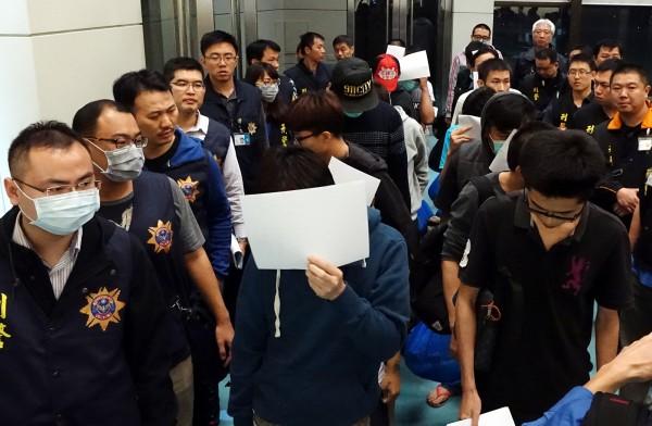 自馬來西亞遣返台灣的20名嫌疑犯。(資料照,記者朱沛雄攝)