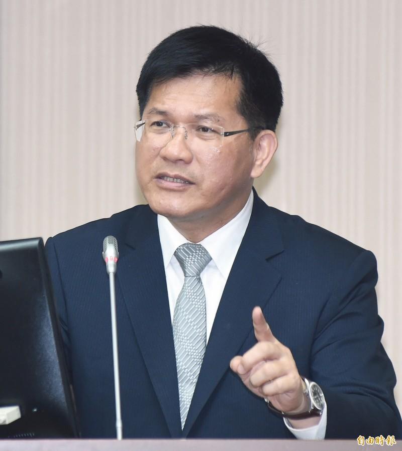 交通部長林佳龍說,桃園機場總體檢近期將對外公布,台灣機場政策也要檢視,過去所有航班集中於桃機,值得檢討。(資料照)