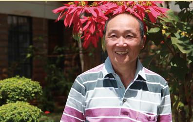 旅居肯亞的陳發今年5月卸任僑務委員,但只要有台灣人在肯亞遇到狀況,他都會出面幫忙。(圖擷取自客家委員會網站)