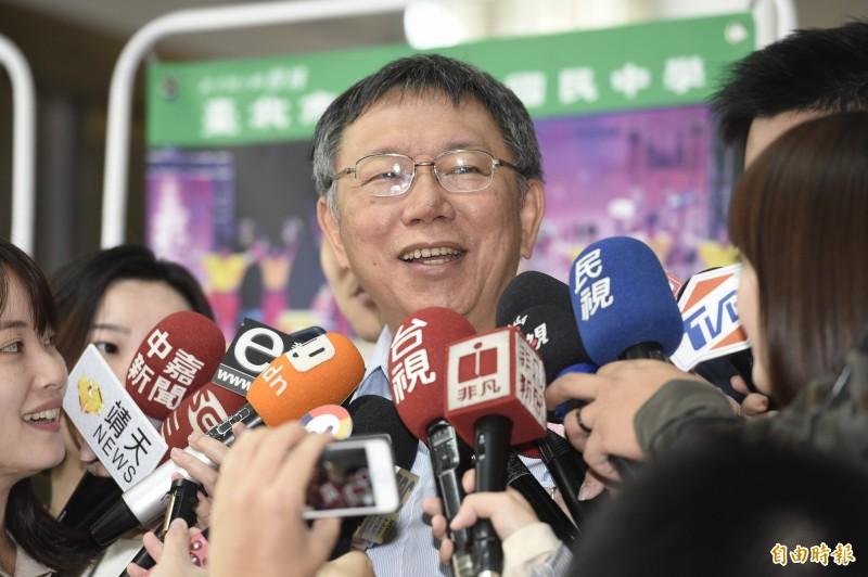 2020總統大選藍綠黨內初選激烈,台北市長柯文哲今天中午接受東森「雲端最前線」專訪,被問題看法時表示,有一句話要警惕,我們永遠是自己最大的敵人。(記者叢昌瑾攝)