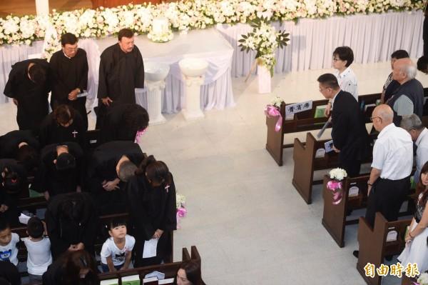 余天父親余志華4日在台北懷恩堂舉行追思禮拜。(記者叢昌瑾攝)