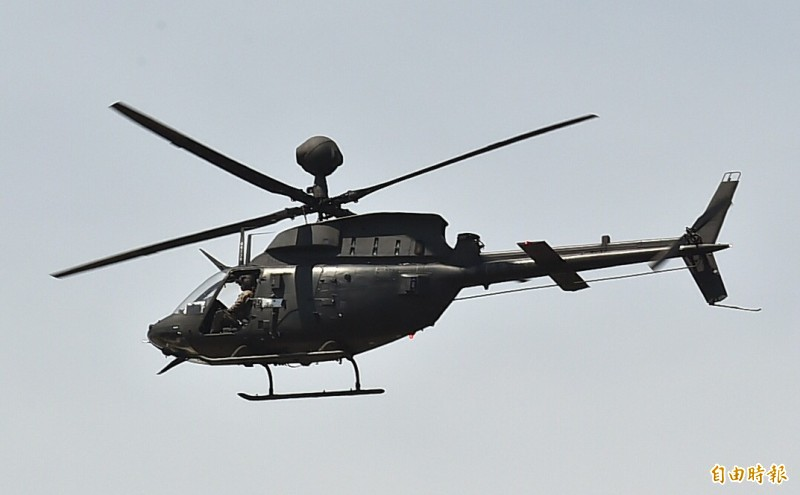 陸軍航特部一架編號616的OH-58D戰搜直升機今日下午3點28分在新竹空軍基地發生重落地事故,機上2名乘員駕駛簡任專少校、副駕駛高嘉隆上尉皆已送醫救治,但陸軍航特部稍早證實,二名飛官送醫宣告不治,不幸殉職。圖為同型機。(資料照)