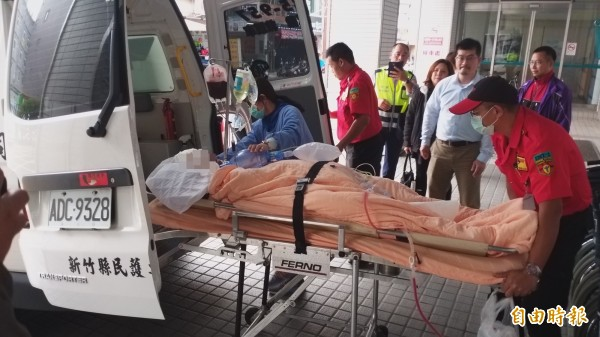 王黃警員昏迷指數3,在東元醫院緊急手術後,中午轉林口長庚。(記者廖雪茹攝)