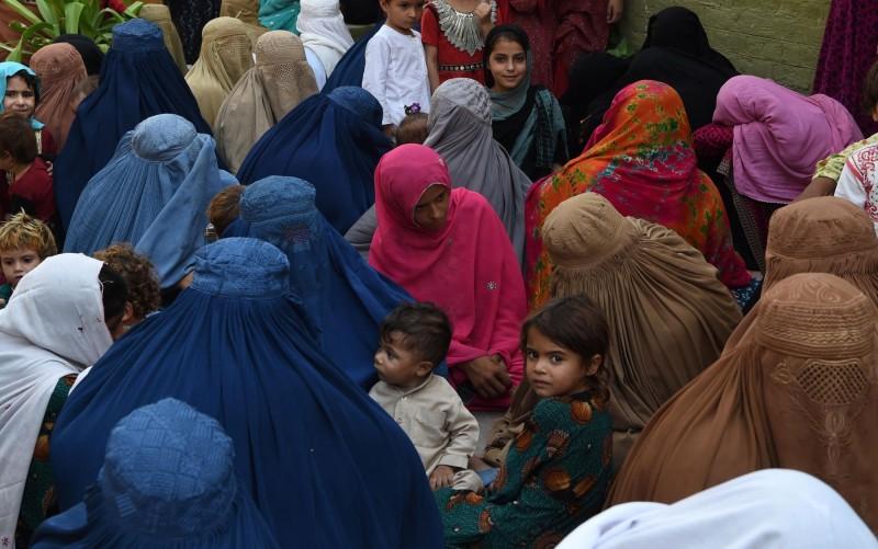 許多來自北非或中東的國際難民,被阻擋在歐盟的邊境之外。圖為阿富汗難民。(法新社)