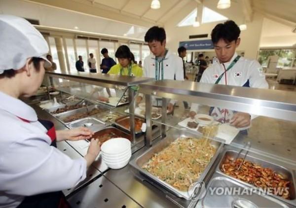 南韓為選手在里約當地打造韓式餐廳。(圖擷自《韓國聯合通訊社》)