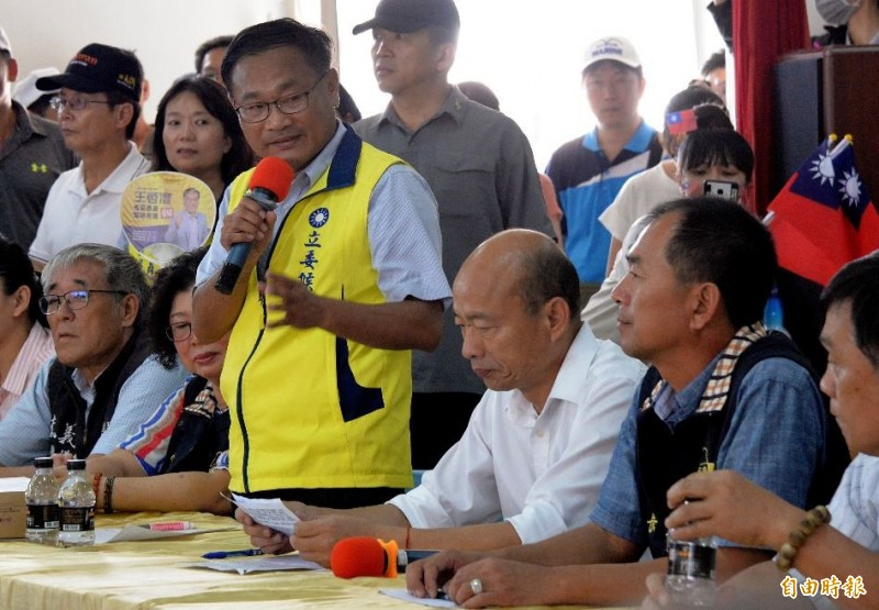 韓國瑜22日抵達嘉義東石漁港進行座談會。(記者許麗娟攝)