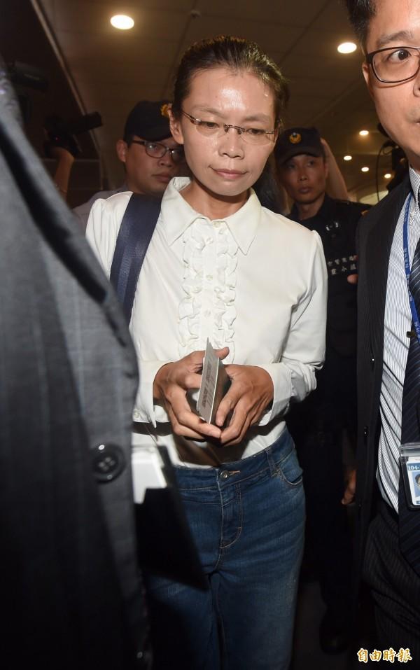 李凈瑜10日上午至松山機場搭機,經上海轉機前往長沙。(記者簡榮豐攝)
