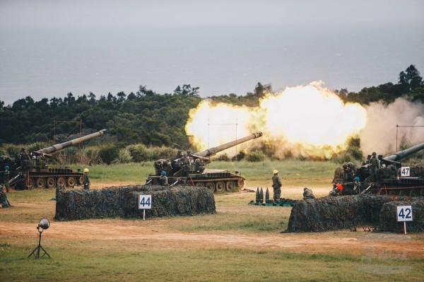 國防部將於本月17日在中部地區舉行「聯合反登陸作戰操演」,全部實彈射擊。圖為6軍團在今年7月實施的重砲射擊操演。(圖:軍聞社提供)。