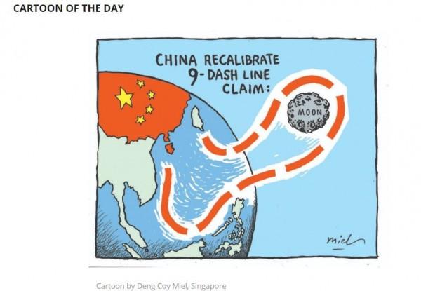 外媒刊登一幅漫畫,把中國主張南海主權的「九段線」誇張地延伸到月球,諷刺中國管很寬。(圖擷取自新加坡海峽時報)