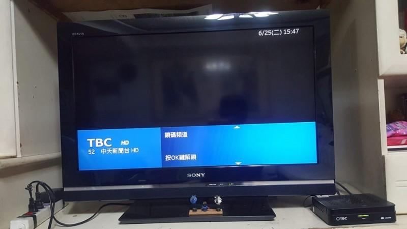 有網友就在臉書社團PO圖說,自己的爸爸是韓粉,於是他便把頻道上鎖,搞笑詢問網友「能活到明天嗎?」(圖片擷取自臉書)