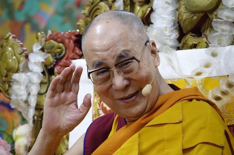 西藏流亡精神領袖達賴喇嘛日前接受印度媒體採訪時表示,如果中國現在允許他回西藏,卻沒有任何自由,回西藏也「沒有意義」。(歐新社)