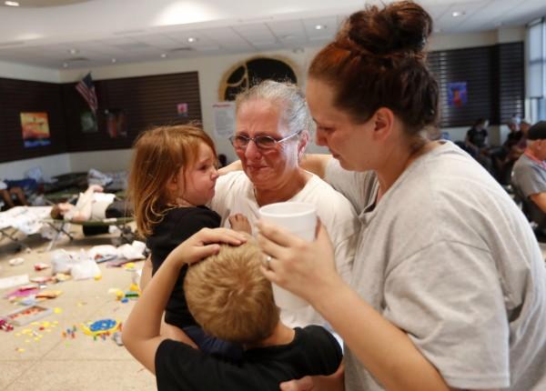 研究科學家穆菲說:「若孩子見到父母處於崩潰狀態,會為自身帶來焦慮。」(美聯社)
