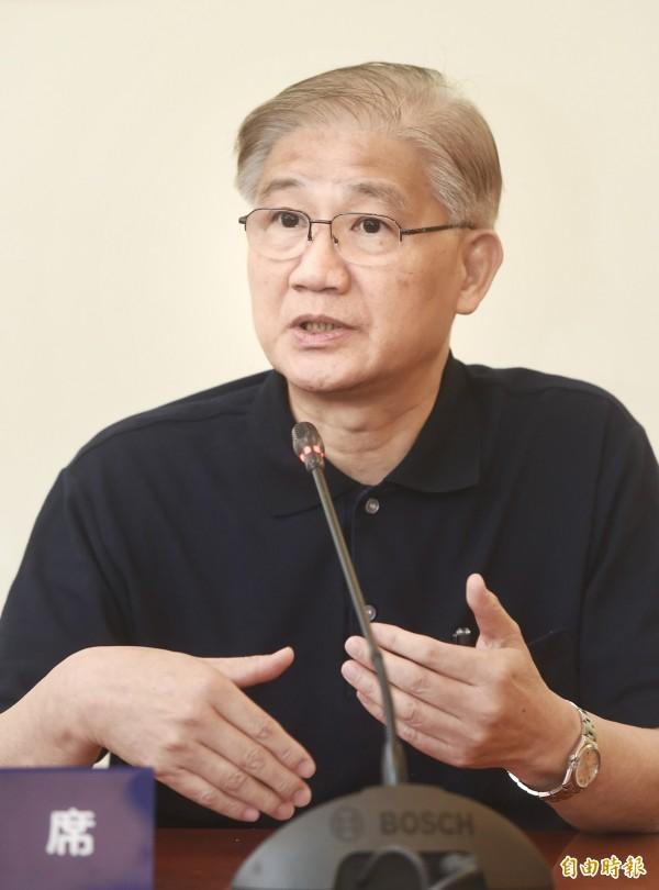 針對共同掛名論文涉造假,台大校長楊泮池19日舉行記者會說明。(記者方賓照攝)
