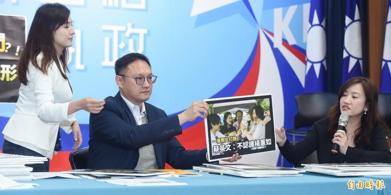 韓國瑜陣營今天由新任總發言人王淺秋(右起)以及鄭照新、何庭歡等發言人召開記者會。(記者廖振輝攝)