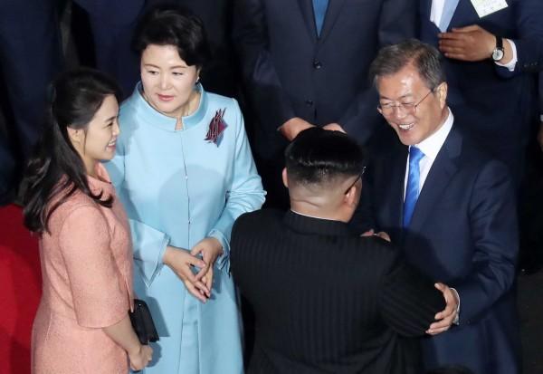 兩韓領導人及其夫人話別,各自返回南韓及北韓。(法新社)