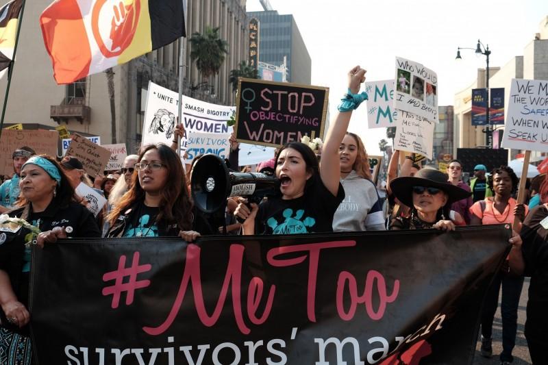 超過330萬名18至44歲美國女性,首次性經驗竟然是被強暴。美國女權運動示意圖。(法新社)