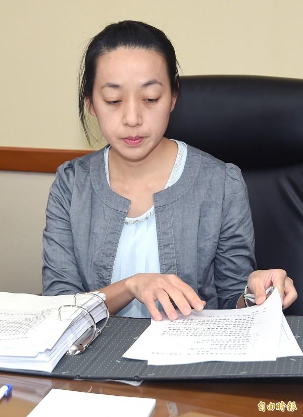 司改國是會議第一分組28日進行第三次會議,女童「小燈泡」媽媽王婉諭以委員身分出席。(記者廖振輝攝)