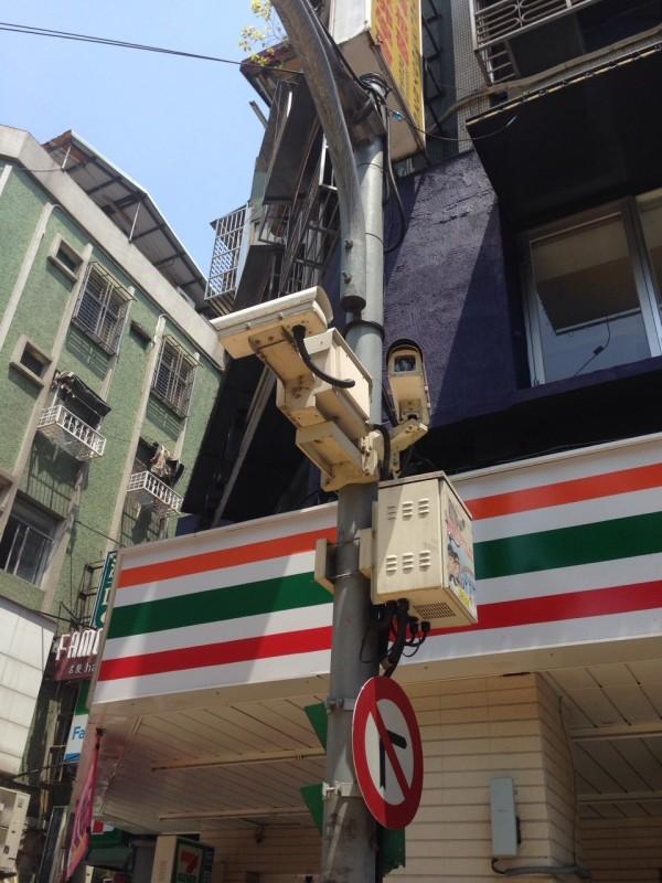 路口監視器常成為驚方破案關健,但屏東縣路口監視器故障率卻高達4成,讓民眾大呼不可思議。(資料照,記者何世昌攝)