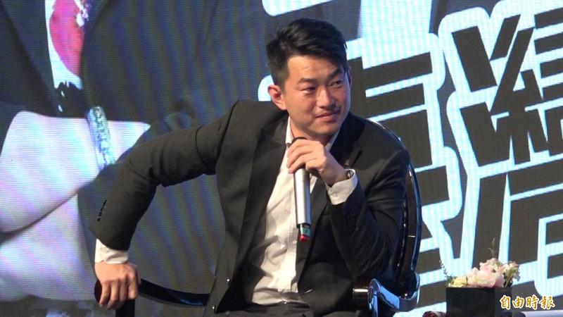 陳柏惟在台上與來賓暢談對台灣的論述,以及對政治的想法。(記者余家緯攝)