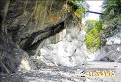 文山溫泉步道遭淹沒 遊客禁入
