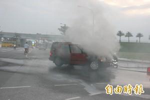 消防員急滅火燒車 啊!是局長的車