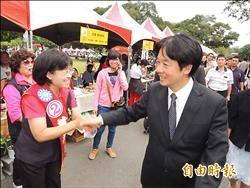 《台南選舉》身障者日巧遇 賴清德、黃秀霜微笑握手
