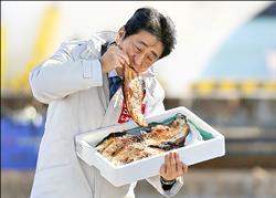 日眾院選舉起跑 安倍吃福島魚乾誓師