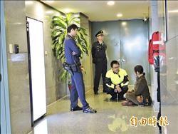 婦闖朱立倫18樓辦公室 陳情救馬英九