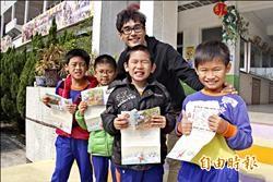 學童寫信給耶老 歡喜收到海外回函
