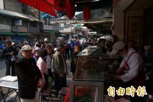 慶祝阿扁回家 小吃業者招待200份香腸熟肉