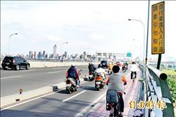 華江橋人行道 自行車違規爭道