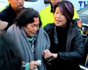 劉自忠母泣訴:該是他先送我 現在卻是我送他