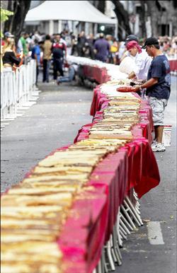 里約建城450年 打造450公尺長蛋糕