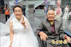 弘道慶20歲 9旬夫妻穿婚紗