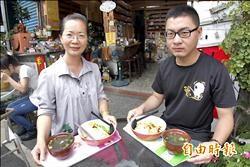 萬巒銅板美食 「煮」泡麵店16年不漲價