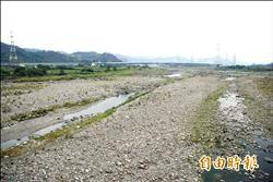 沒看過烏溪這麼乾 河床揚塵空污加劇