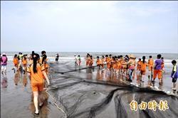 近百學童牽罟 學習保育海洋生態