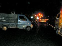 國道追撞下車吵 又被後車撞 1死1危