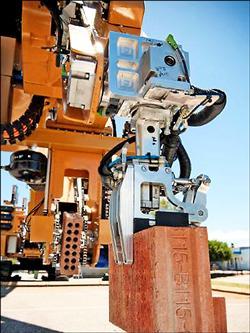 全自動砌磚機器人 兩天蓋一棟房