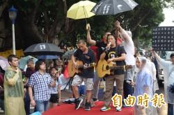 學生包圍教育部 歷史老師:別把孩子推向拒馬!
