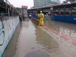 新莊捷運環狀線工地積水未退 加緊抽水中