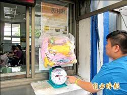 撕違規小廣告2公斤 可兌換50元禮券