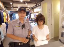 正妹網購衣飾險遭詐 超商店員與警攜手阻攔