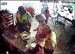 女子穿壽衣買農藥 嚇壞老闆和警察